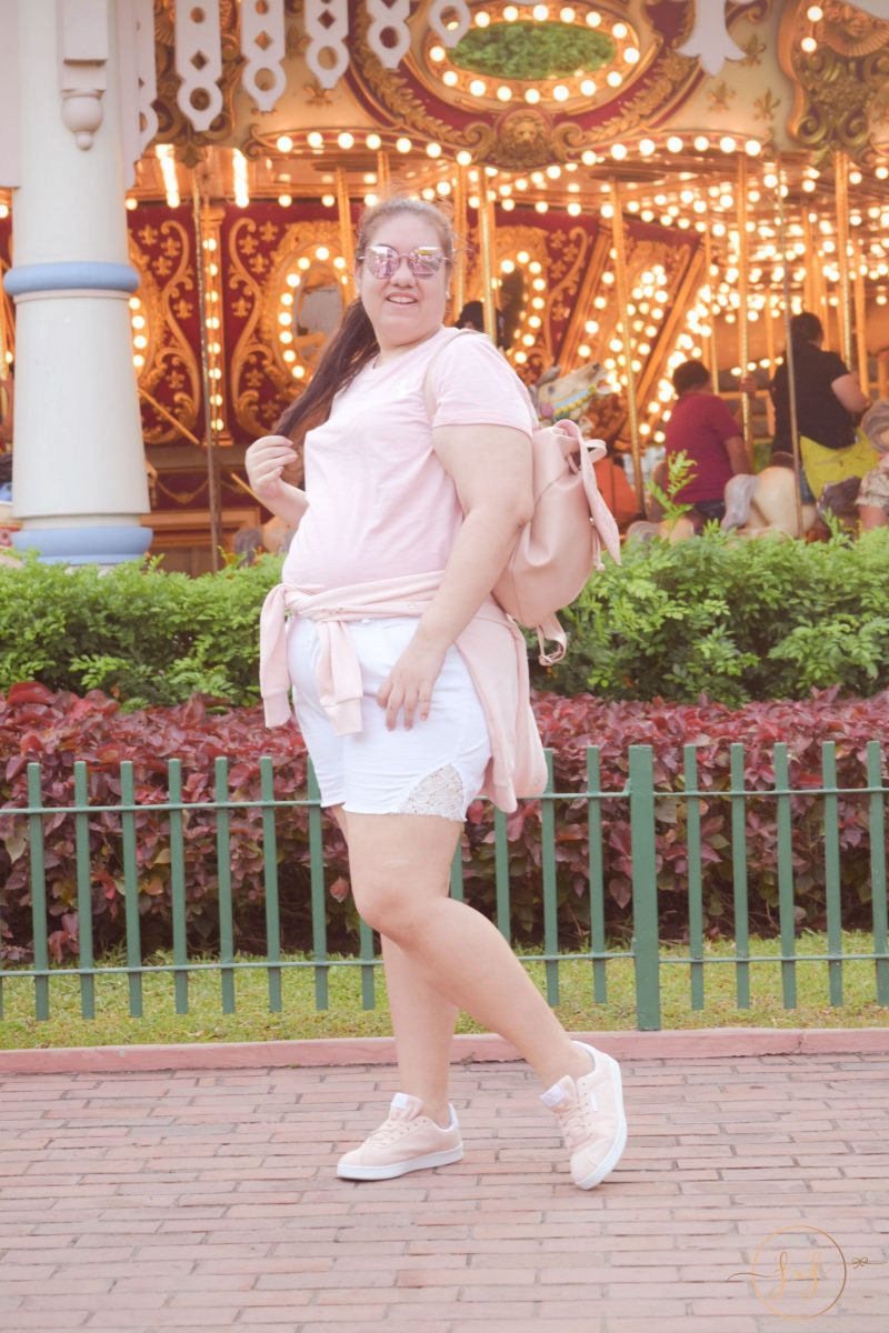 The Perfect Curvy Outfit To Wear To A Theme Park