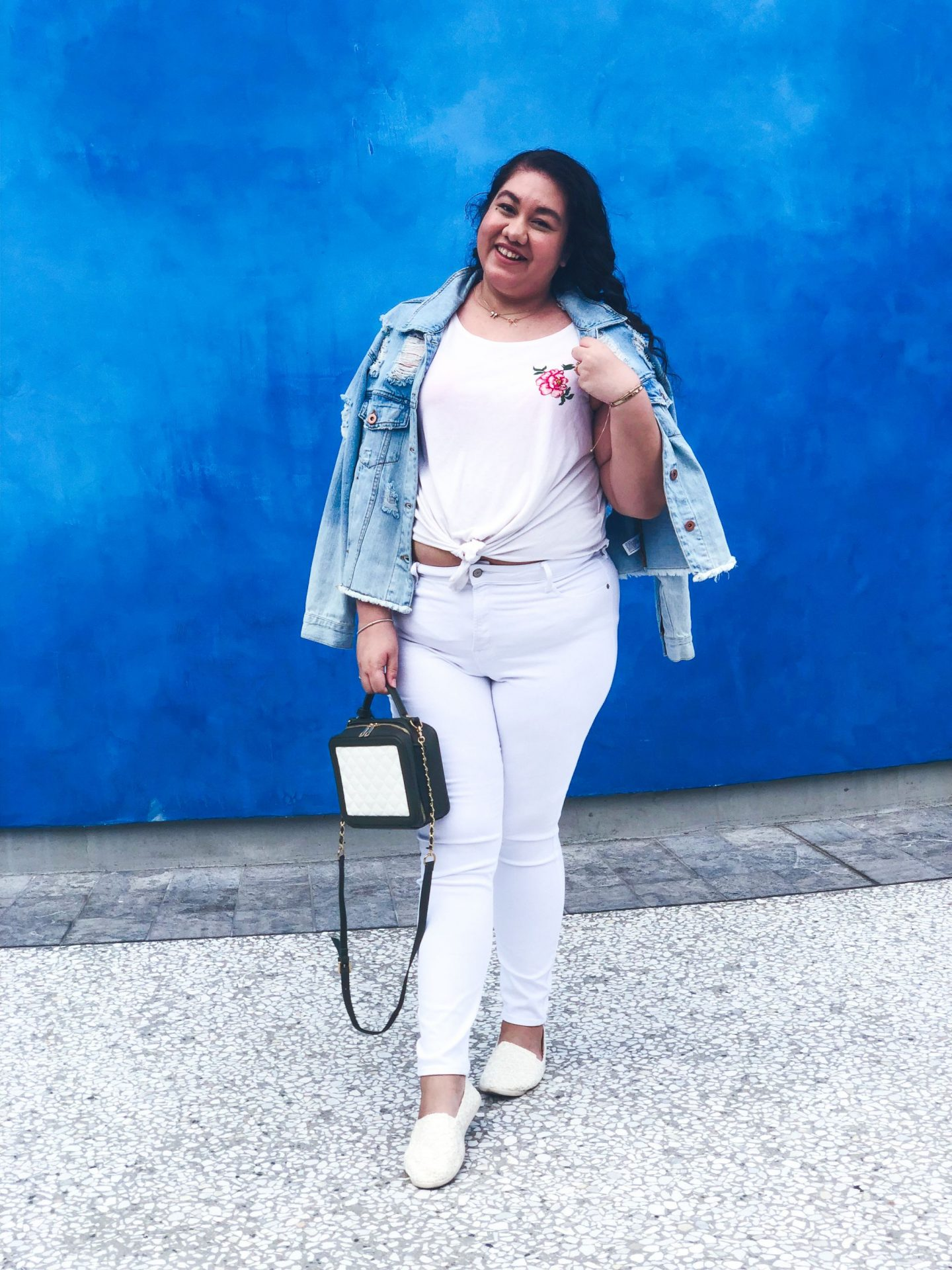Wearing an all White Spring Outfit